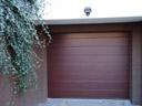 Brama garażowa LPU 40, przetłoczenia M, okleina mahoń