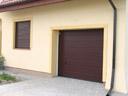Brama garażowa LPU 40, przetłoczenia typu M, okleina mahoń, roleta zewnętrzna