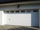 Brama garażowa LPU 40, kasetony typu M, przeszklenia typu S1