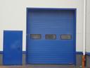 Brama przemysłowa SPU 40 z przeszkleniem typu A i drzwiami H3D