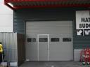 Brama przemysłowa SPU 40 z przeszkleniem typu A i drzwiami przejściowymi